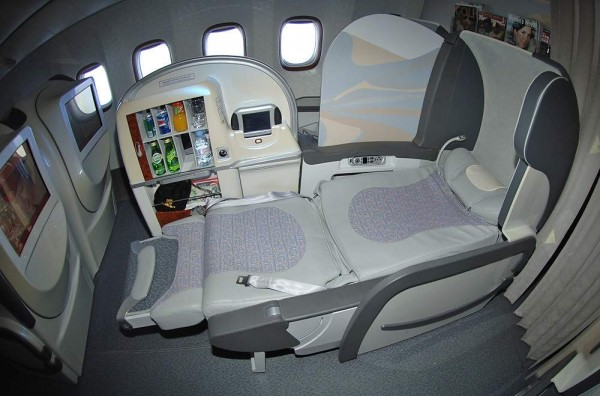 Plan de cabine emirates boeing b777 300er three class for Interieur 777 300